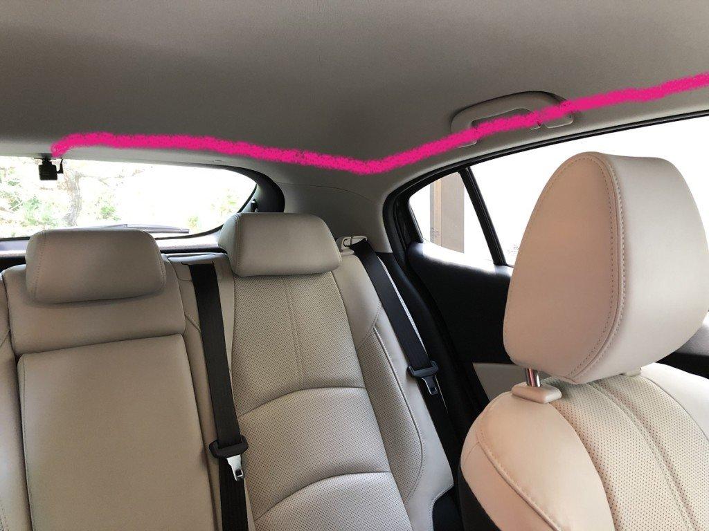 ドライブレコーダーの後ろからの配線|後部座席付近