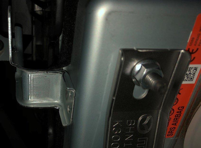 アクセラにドライブレコーダー取り付けのアース