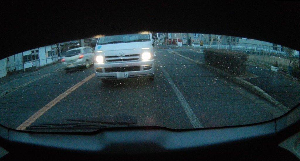 ドライブレコーダーの後ろの映像