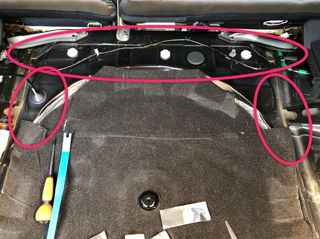 レジェトレックスをタイヤ収納部の周りに貼る