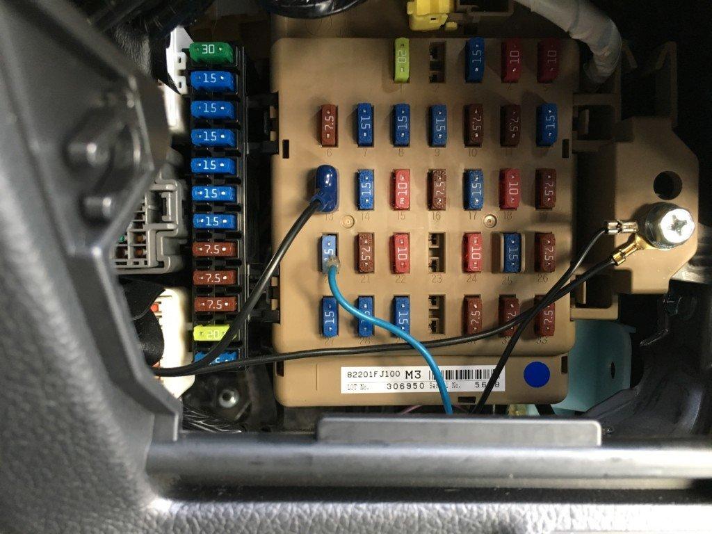 ヒューズボックスからドライブレコーダーの電源を取ります。