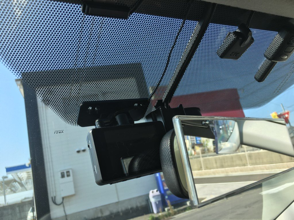 前方用に取り付けたドライブレコーダー