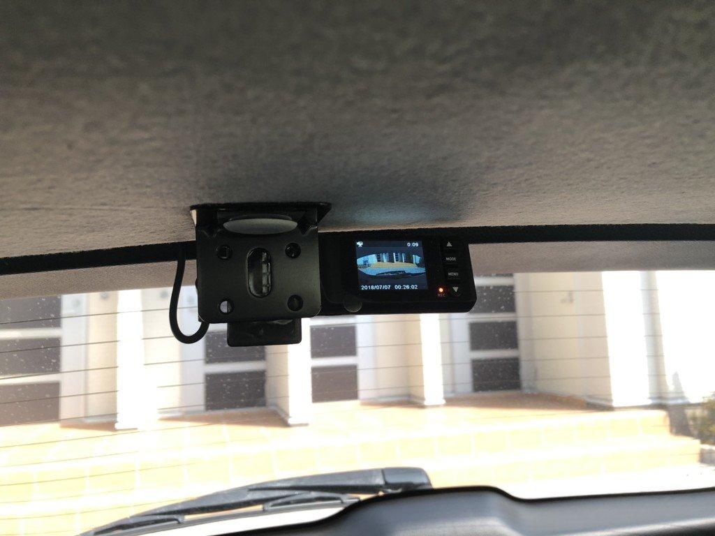 ドライブレコーダー後方に取り付け!リアカメラをキレイに設置する方法