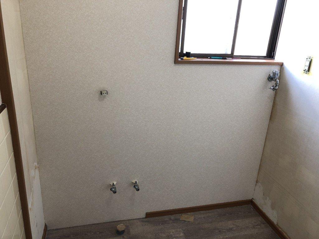 DIYで洗面所の壁紙を貼る