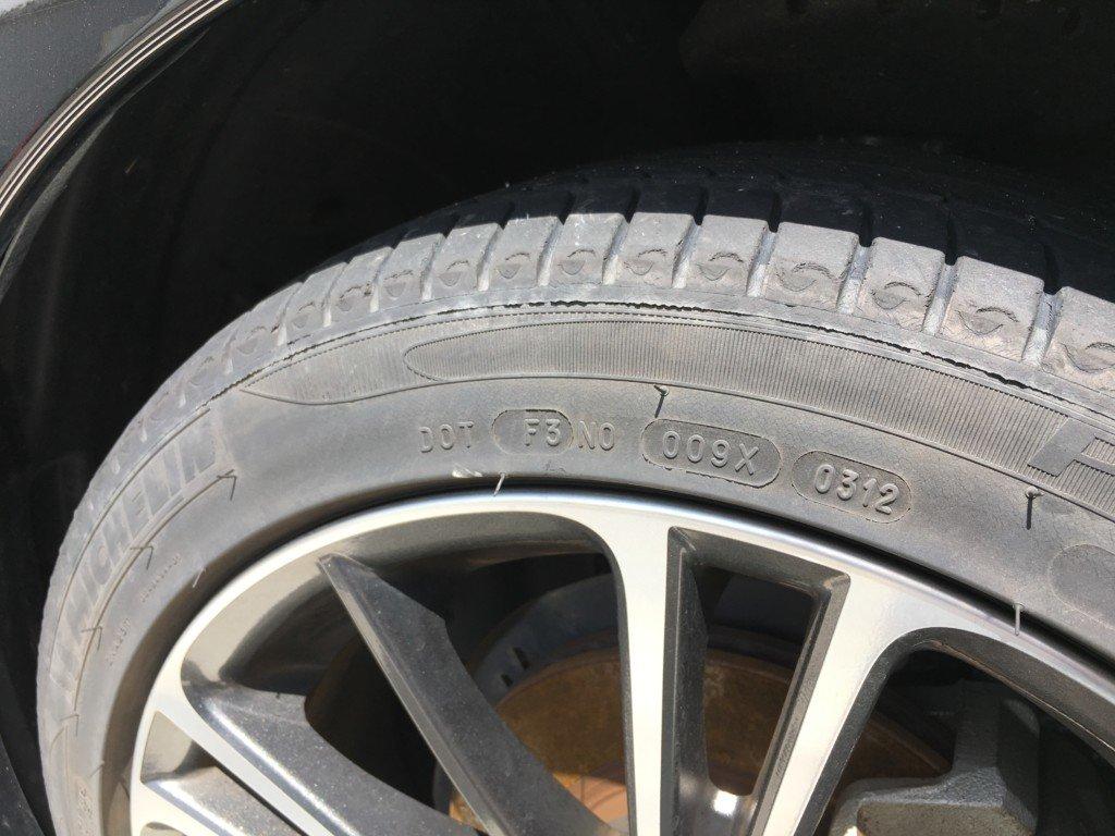 古くなったタイヤひび割れ
