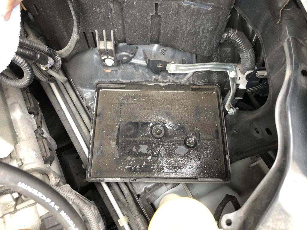 バッテリーを外した後の受け皿