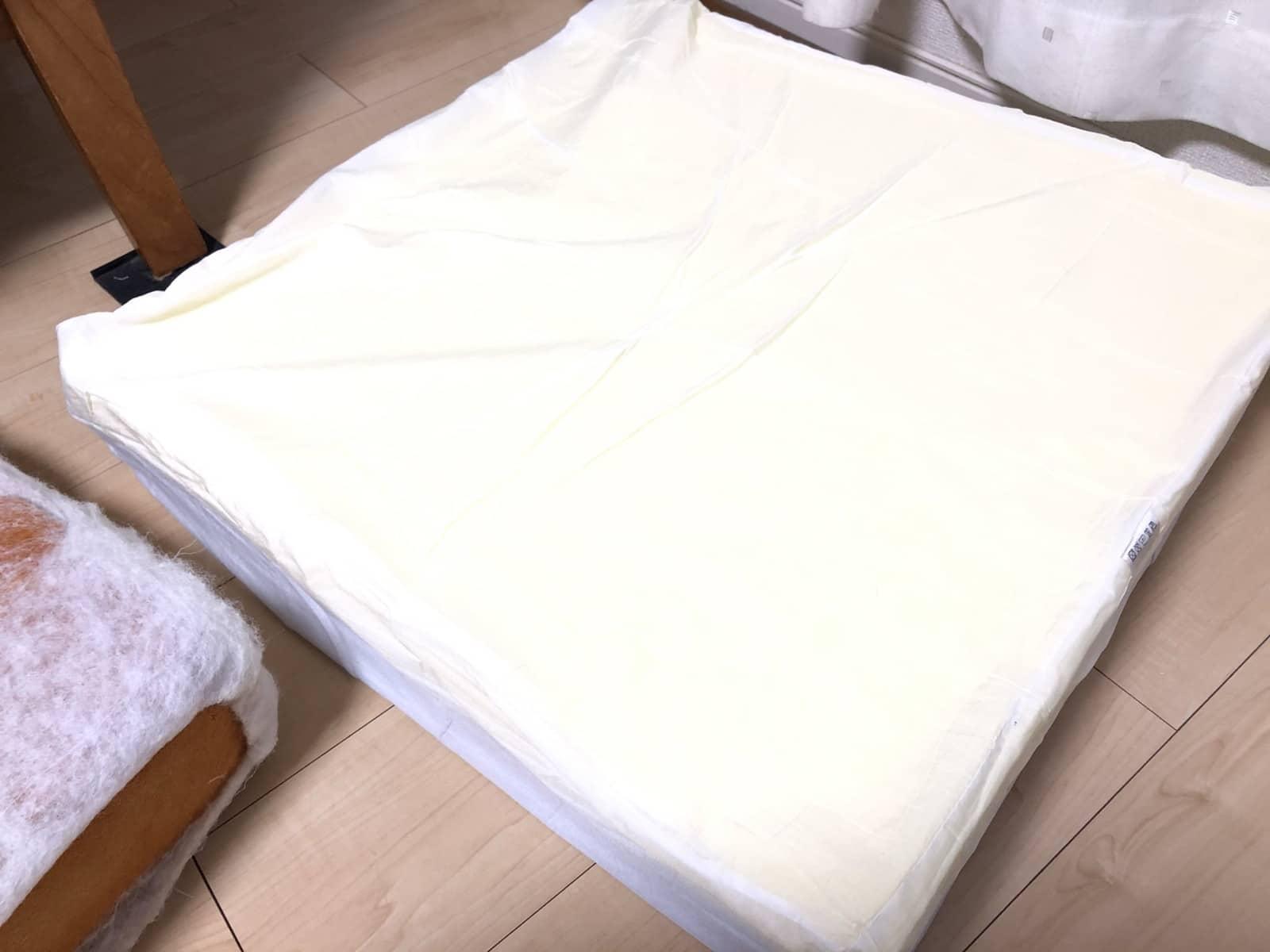 薄い布を手縫いで封をする