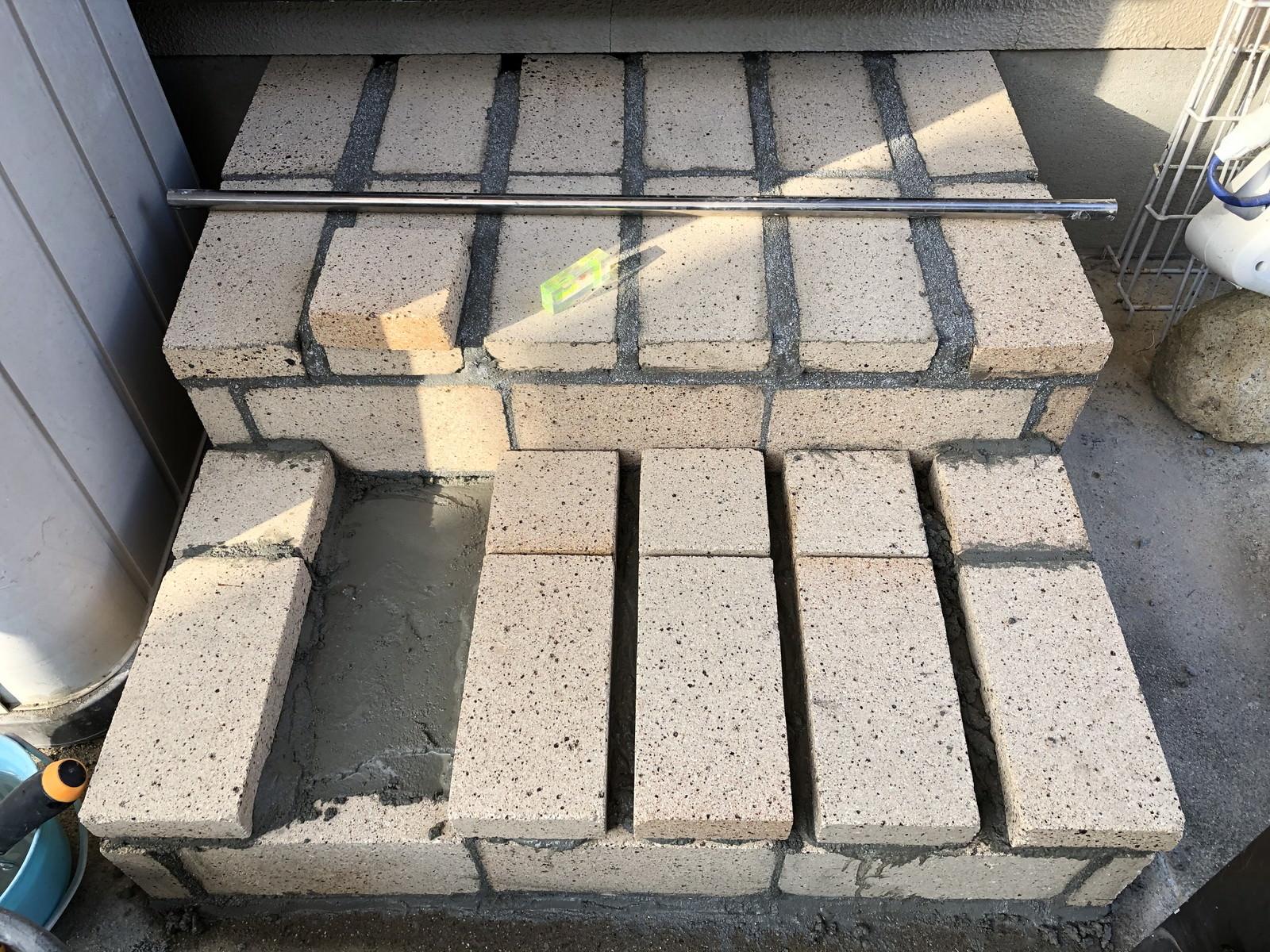 一段目の階段をレンガで作る