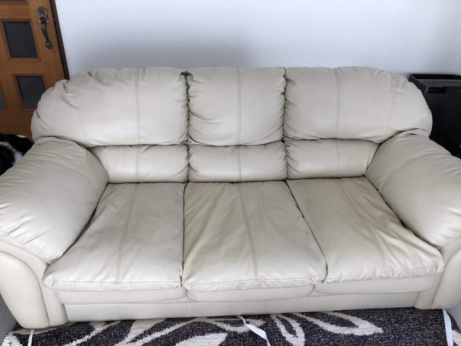 修理前のレザーのソファー|座面がヘタっている
