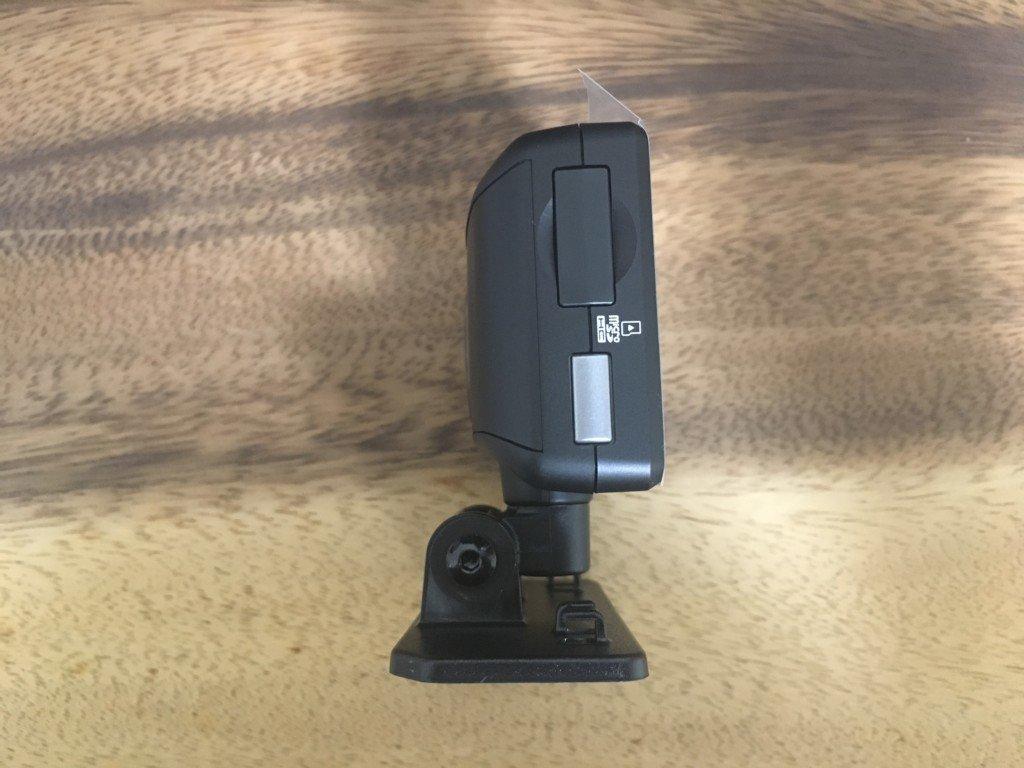 【レビュー|ドライブレコーダー】コムテック HDR-102の側面